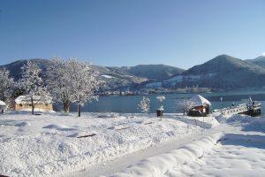 Blick auf den Tegernseee im Winter