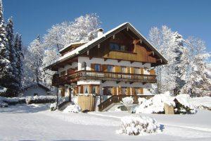 Haus Seeblick in Bad Wiessee im Schnee